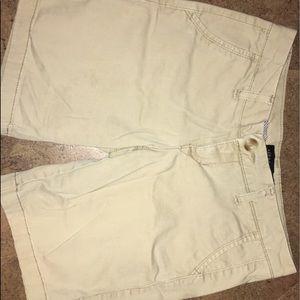 Khaki AÉROPOSTALE shorts.
